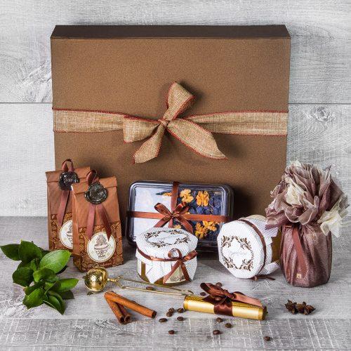 Чайный набор с медом и сладостями в темно-золотой упаковке
