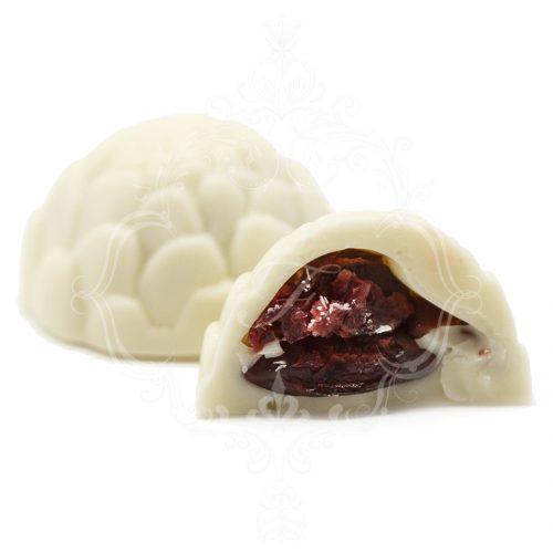 Шоколадные конфеты с вишневой начинкой и миндалем